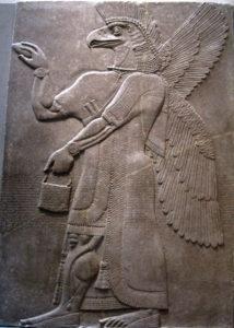 Zeul asirian Nisroc, căruia i se închina Sanherib când a fost omorât. Basorelief din palatul lui Ashurnasirpal II la Nimrud. Numit lamassu, shedu şi kuribu, foarte similar cu evreiescul heruvim.