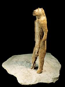 Cea mai veche reprezentare a unui om leu. Muzeul Ulm, Germania