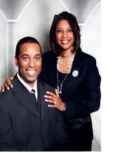 Pastorul Ed Montgomery cu soția