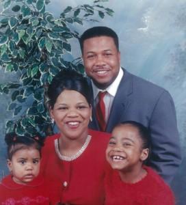 Pastorul Teddy Parker cu familia