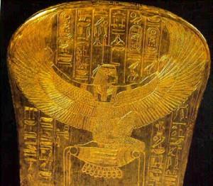 43. Zeița egipteană Isis șezând pe aur