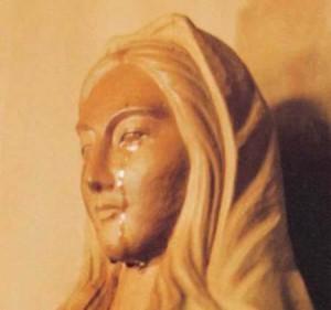 """Faptul că statuia """"Doamna noastră din Akita"""" plânge este acceptat oficial de Vatican ca supranatural."""